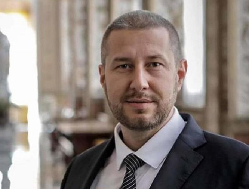 Пиарът на ГЕРБ Никола Николов е посочвал лично на биячите