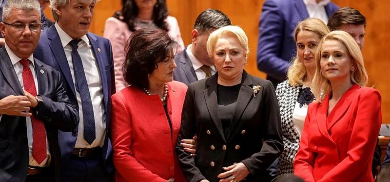 Румънски депутати свалиха правителството на социалдемократите, водено от Виорика Дънчила,