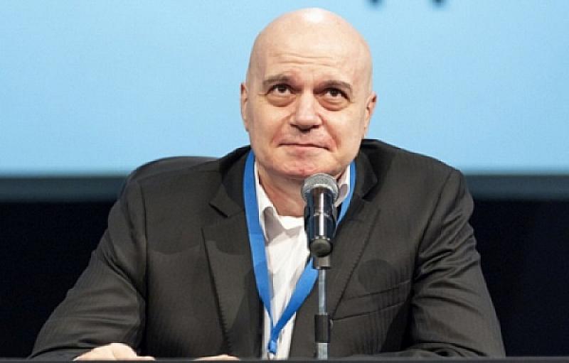 """Лидерът на политическа партия """"Има такъв народ"""" Слави Трифонов продължи"""
