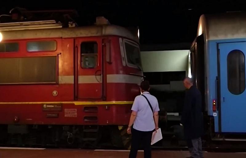 Влак блъсна кола на охраняем прелез близо до Разград, между