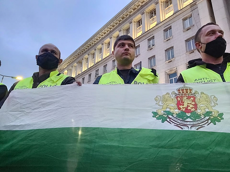 Полицаи срещу протестиращи в ден 4 на протестите срещу кабинета