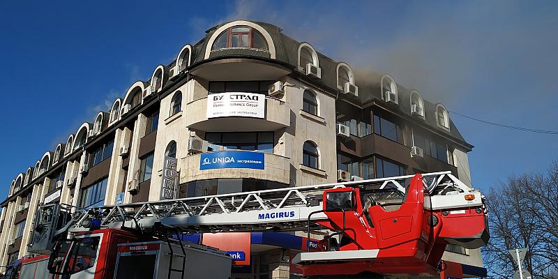 Пожар в центъра на Русе е избухнал тази сутрин. Огънят