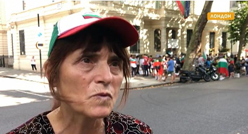 """""""Ние сме със вас"""" скандират българите във Великобритания. Сънародниците ни"""