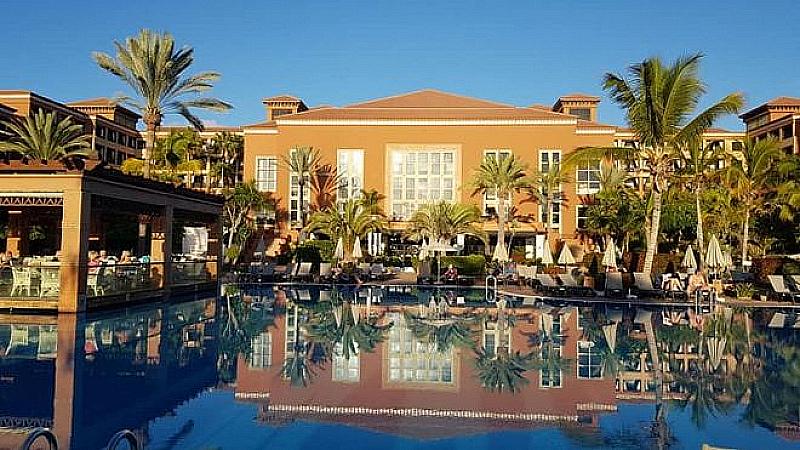 Българите, блокирани в хотел в Тенерифе заради коронавируса, могат да