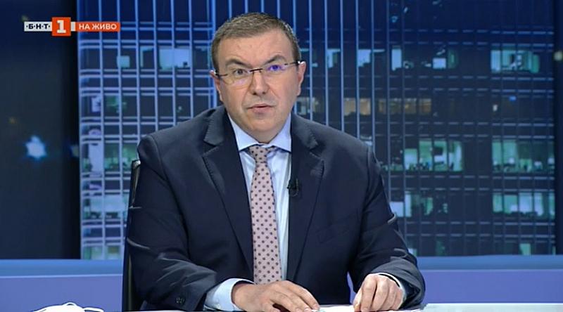 Здравният министър проф. Костадин Ангелов не се оправдава за проблемите