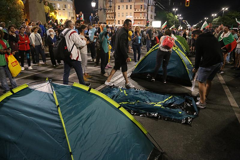 """Довечера МВР се готви да """"изнесе"""" отново протестните лагери на"""