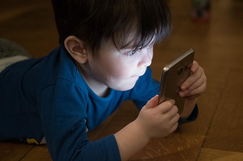 Светът е обхванат от епидемия на цифров аутизъм, при който