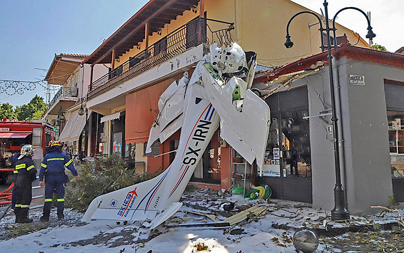 Малък самолет се разби в Северна Гърция тази сутрин. Единственият