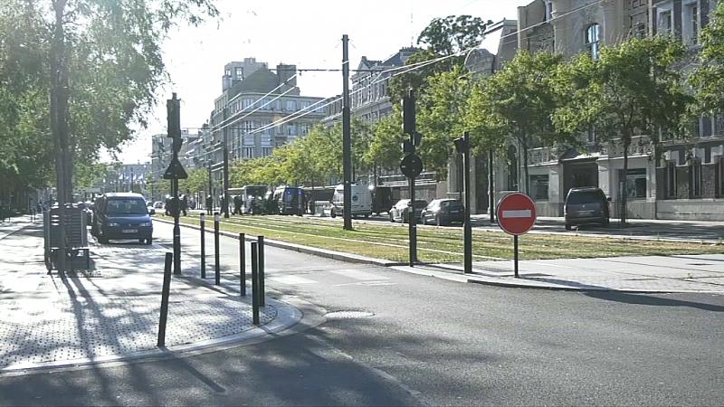 Заложническа драма в банков клон във Франция. Мъж е нахлул