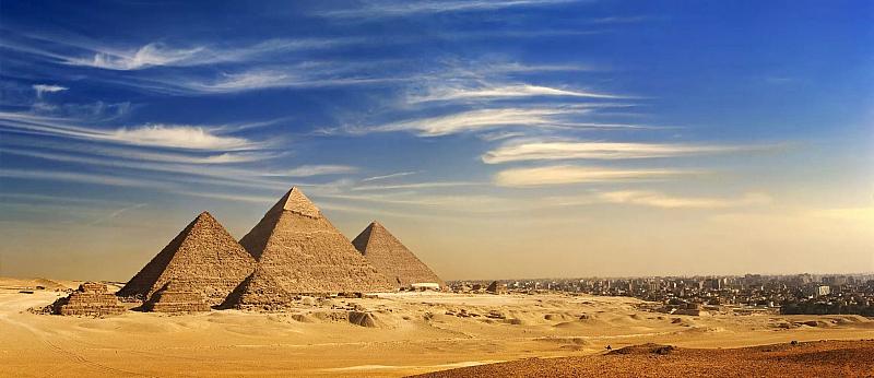 Посещението на пирамидите в Гиза става възможно и по време