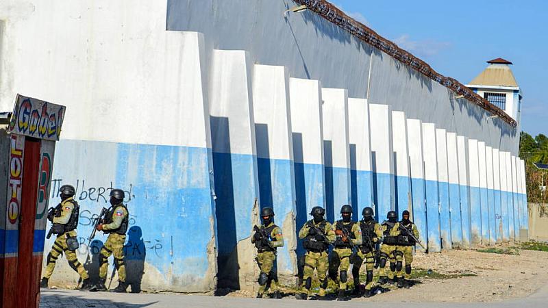 Масово бягство на затворници в Хаити. Стотици осъдени са избягали