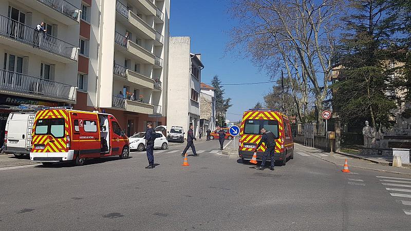 Двама души са били убити при нападение с нож във