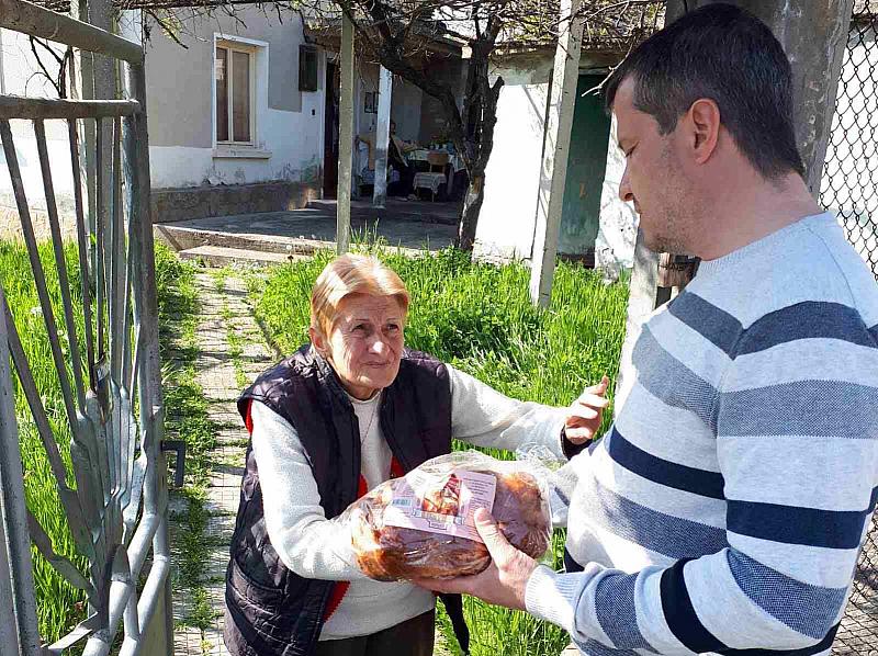 В домовете за възрастни членовете на БСП от Габровско зарадваха