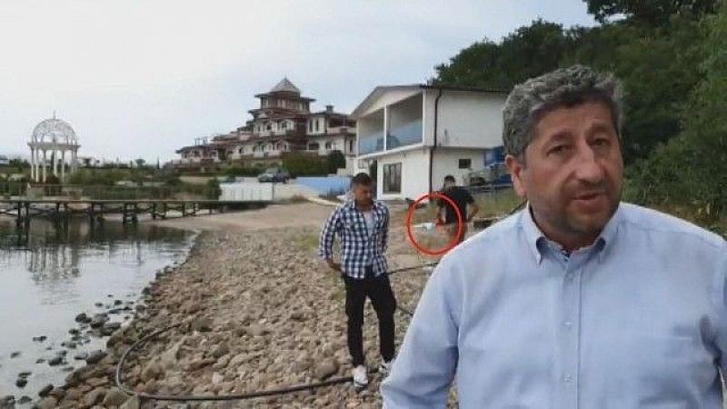 """Гардът, който захвърли знамето в парк """"Росенец"""" пред двореца на"""