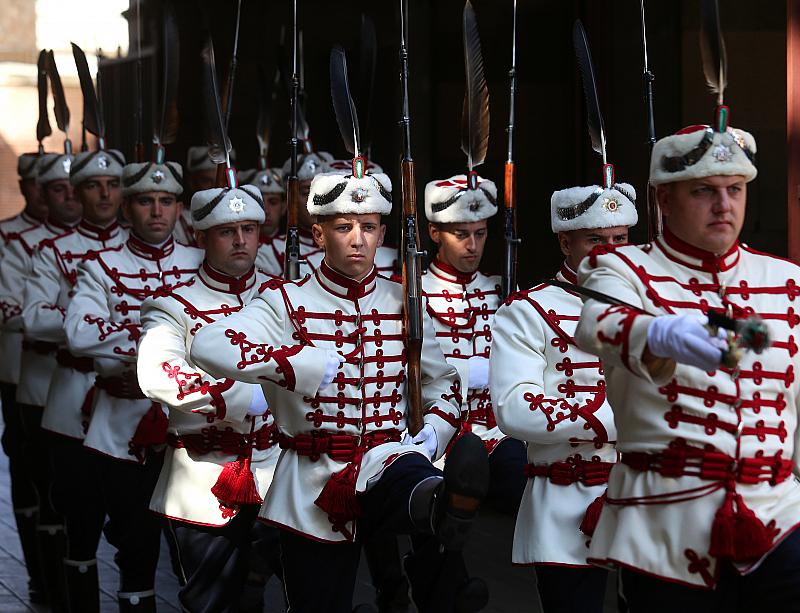 Почетна смяна на гвардейският караул се проведе днес пред Президентството