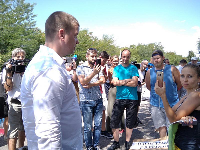 Четвърти ден продължава блокадата на пътя Стара Загора - Хасково.