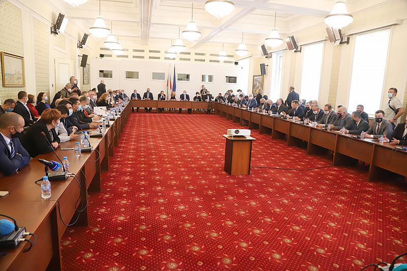 Причината - Бареков пратил сигнал до Комисията, а не бил