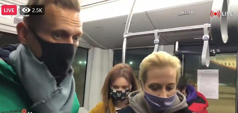 """Руският опозиционер Алексей Навални кацна на летище """"Внуково"""" в Москва"""