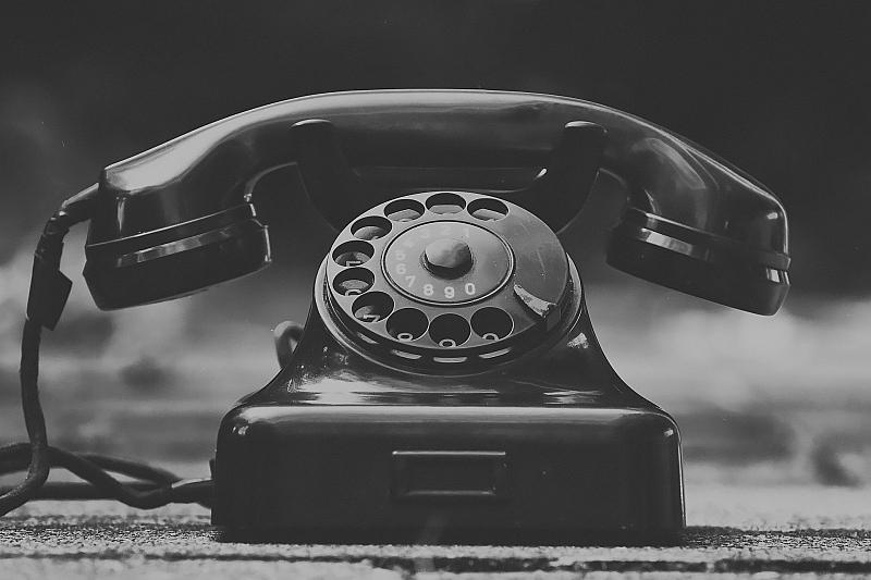 Църквата открива телефонна линия за духовно-психологическа подкрепа. Божията помощ стига