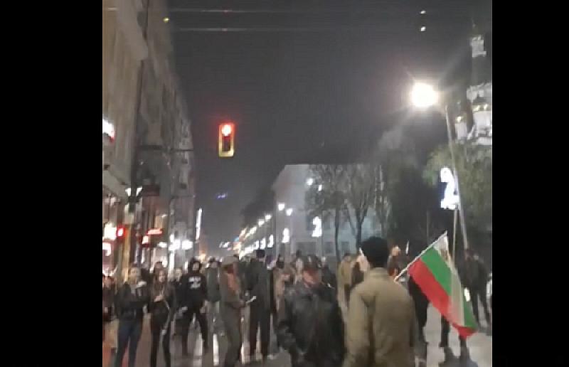 143-ти пореден ден на антиправителствени демонстрации по столичните улици. Граждани