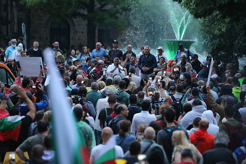 През последните два дни полицията в България насилствено отстрани протестиращите