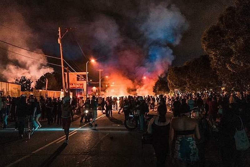 Американски журналисти стават обект на насилие от страна на полицията