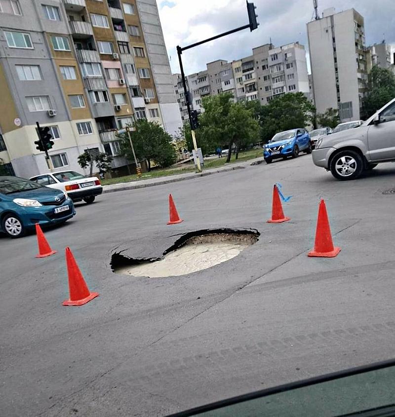 Нова дупка се отвори върху ремонтиран участък във Варна. За