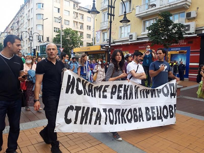 Хиляди граждани протестират в София срещу застрояването. Недоволството тръгна от