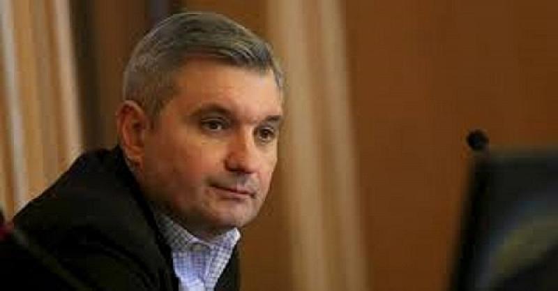 Той е трети мандат начело на Столичния общински съвет. За