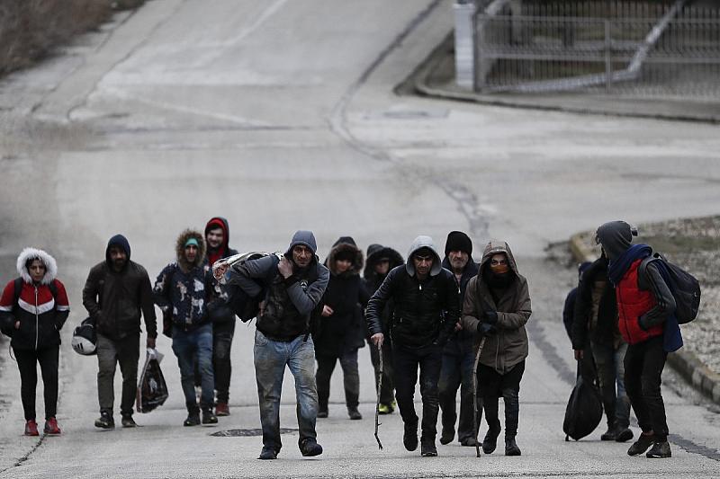 Гърция заяви, че е решена да защитава границите си, след