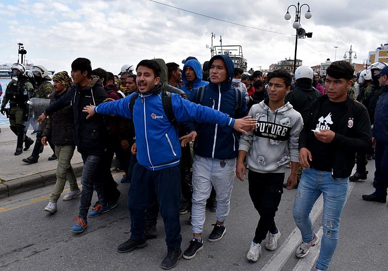 По журналистически оценки около граничната бразда преди Гърция се намират