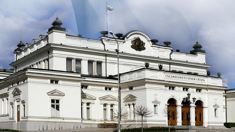 Идеята заседанието на Народното събрание да се проведе в старата