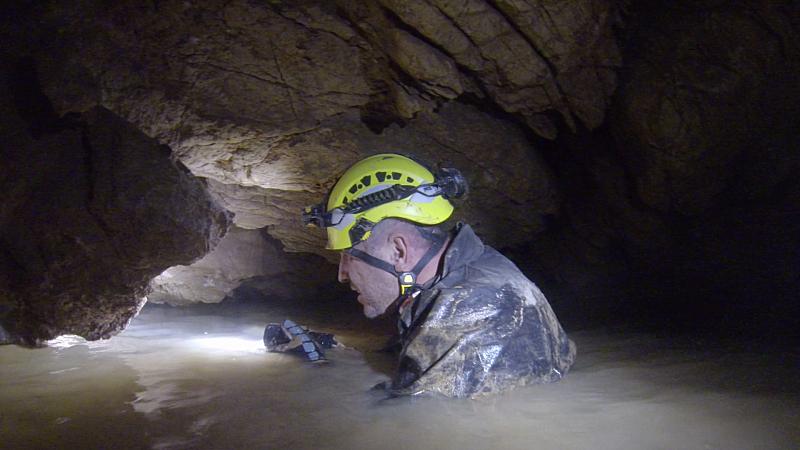 Пещерняци продължават да търсят вода в огромната нова пещерна система