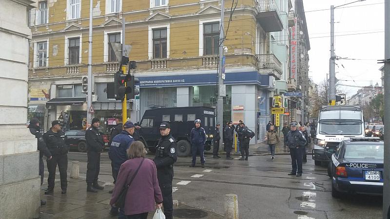 Втори Рунд! Полицаи блокираха центъра на София заради предвидения протест