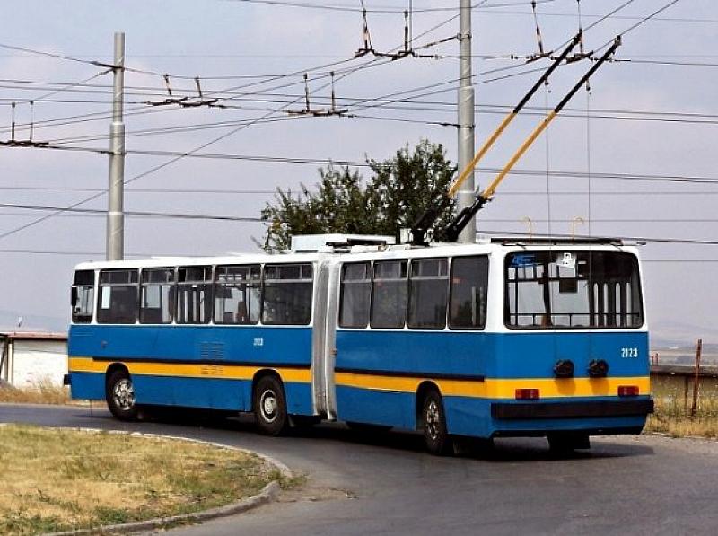 Променени са маршрути по линиите на обществения транспорт заради затворения