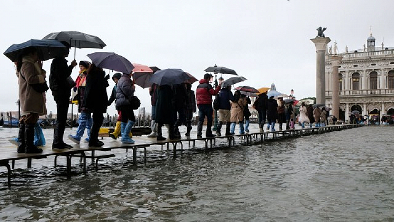 Венеция е пред извънредно положение. 80% от града са наводнени.