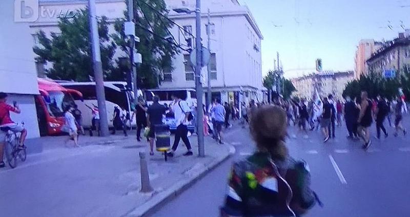 Ескалира напрежението по улиците на София. Граждани от протестиращите срещу