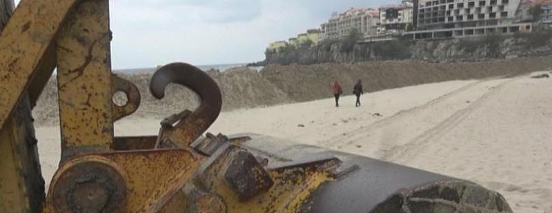 От седмица централният плаж в Созопол е преграден с триметрова