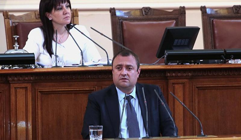 За съжаление, след 29 години демокрация, нашият парламент за първи