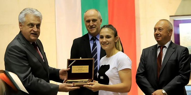 21-годишната Ивет Горанова спечели златен медал по карате в Токио,