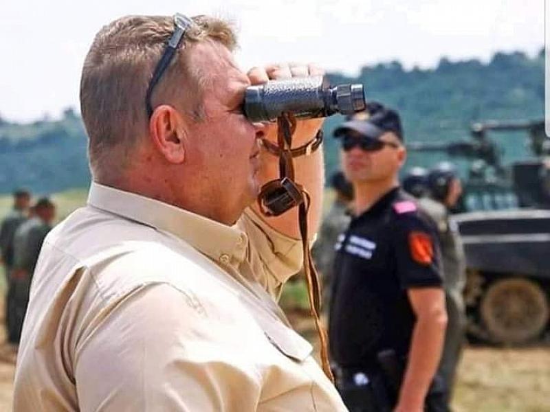 След супер снимките на Красимир Каракачанов със синя каска и