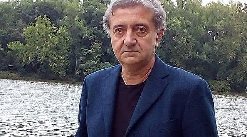 Снимка: Поетът Н. Милчев: Изборът на Гешев - пиеса, театър, фарс, фалшиви роли и грим