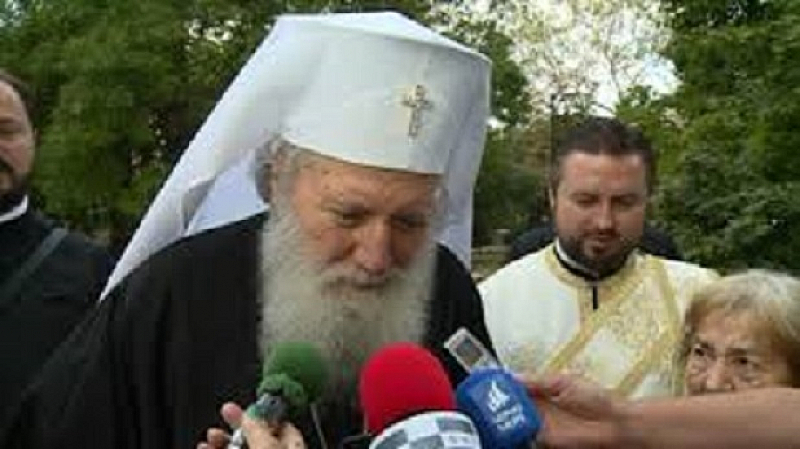 Българският патриарх Неофит получи със званието Почетен гражданин на Перник.