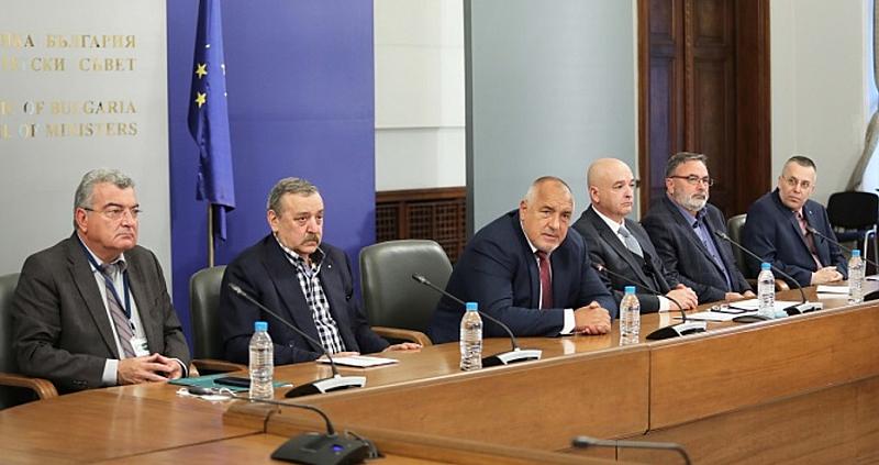 Мнозинството българи вярват, че коронавирусната пандемия е умишлено предизвикана от