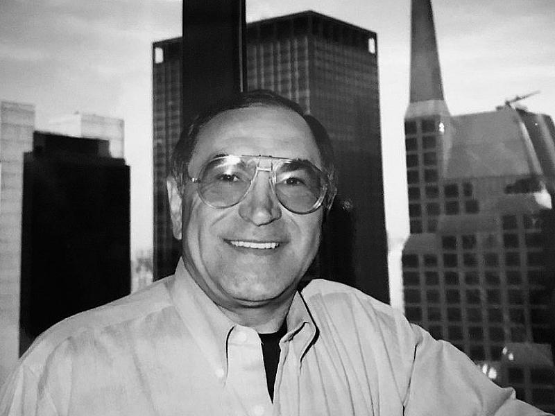 На 21 януари на 81-годишна възраст почина поетът и юрист