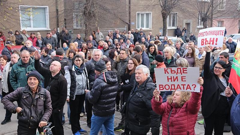"""Перничани се събират за протестно автошествие с въпроса """"Къде ни"""