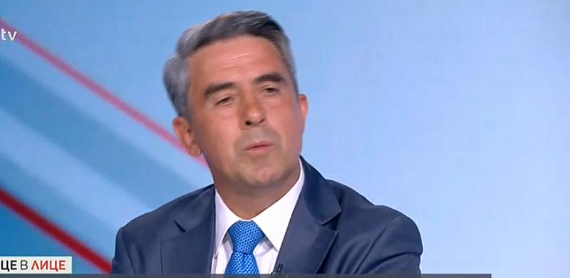 Плевнелиев каза още пред bTV, че президентът Радев не е