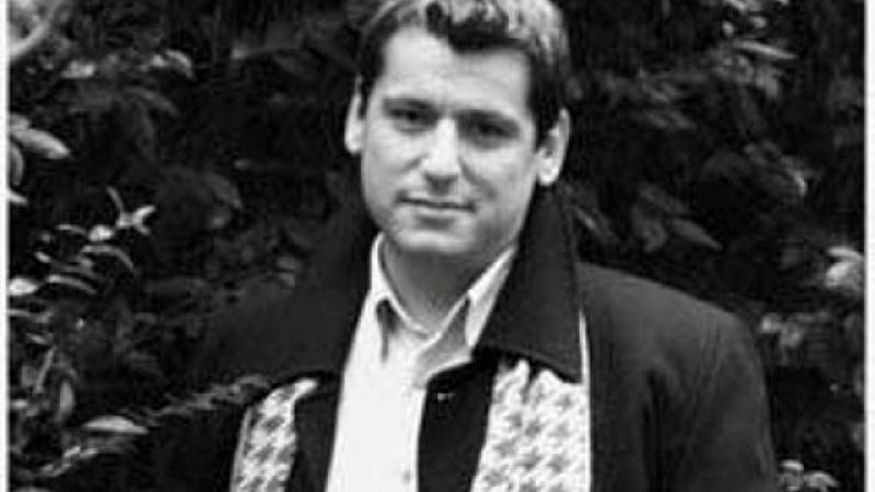 Султанов е израснал в семейство на артисти, той е внук