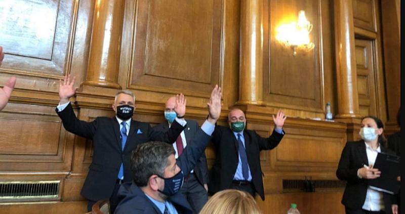 Гласувахме с две ръце оставката на Борисов, която бе приета