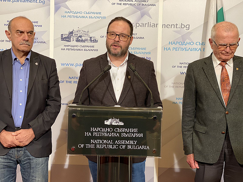 Партия АТАКА иска вицепремиерът на ВМРО Красимир Каракачанов да бъде